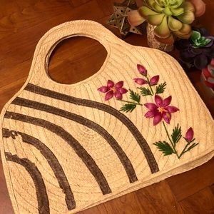 Straw like woven basket bag with flowers